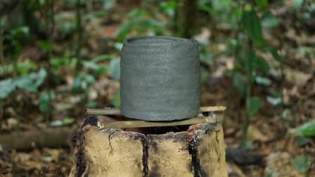 丛林生存,如何用黄泥巴制造土窑,还成功烧制出陶器