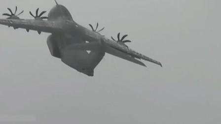 螺旋桨反转减速降落,欧洲的A400M军用运输机世界上最先进涡轮螺旋桨运输机