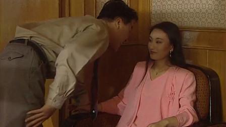 渣男在小三面前装逼,说老婆没志气不敢离婚,下一秒被打脸