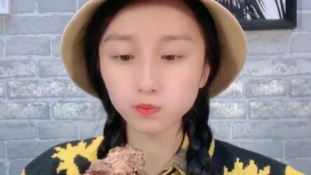 小姐姐直播吃:冰淇淋蛋糕,一口下去真过瘾,是我向往的生活