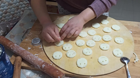 在家也能做大厨,自己炸的土豆饼,没想到挺受欢迎!