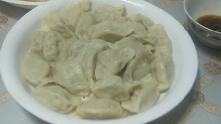 春节不走亲访友,往年能吃腻的饺子,现在吃一次都是奢侈了