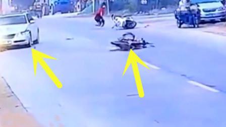 小轿车接连撞上电动车,下一秒司机的行为遭到无数网友争议