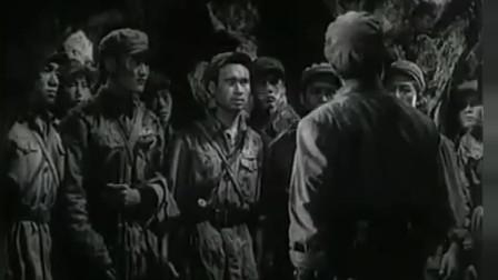 《上甘岭》美军上万人发起冲锋,人太多,志愿军轮番操作机枪扫射