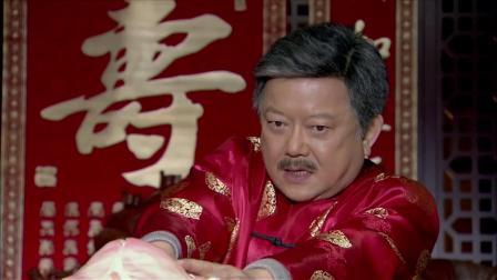 大爷过寿端上来一个寿桃,谁料打开一看,竟直接发飙了!
