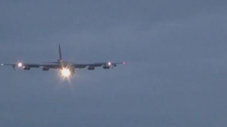 世界上服役时间最长的战略轰炸机B-52打开减速伞降落在跑道上