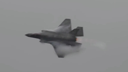 满满的音爆云F-35隐形战机突破音障瞬间