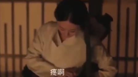 赵丽颖故意坐冯绍峰大腿上,不料冯绍峰使坏捏她肚子,网友:甜齁了