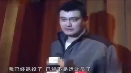 姚明唯一一次当众发火,怒怼记者,看来是真的被逼急了!