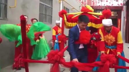 安徽的富商花300万到云南山区娶媳妇结婚那天全县的人都知道了