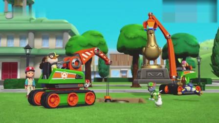 鸡仔雕像陷进坑里,呆萌狗狗开动救援车展开填补大坑摆好雕像真棒