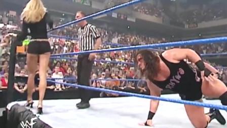 WWE:当野兽遇到美女!壮汉被超级大长腿小姐姐迷住 惨遭失利!