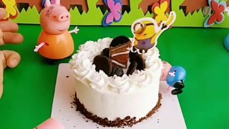 猪妈妈买了生日蛋糕,大家都想吃,乔治早躲起来吃了