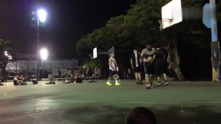打篮球越到投篮大神,各种不讲理三分,竟还能扣篮!