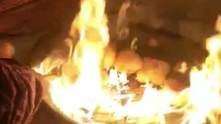 搞笑视频:我妈做的20年新款烤馒头 是不是特想尝尝
