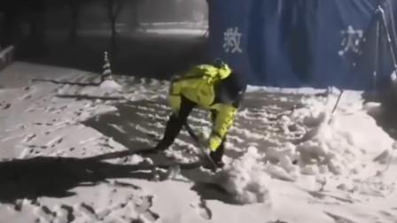 """海拔超过1200米夜间零下5度 民警""""雪""""战到底筑牢疫情防控屏障"""