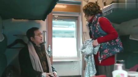 娱乐:囧妈徐峥没有票上了开往莫斯科的k3列车,列车员贾冰看懵了