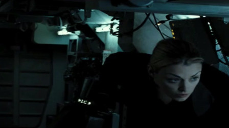 末日侵袭美女走进隔离的实验基地除了一片荒凉只剩下骷髅