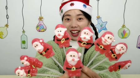 """美食拆箱:小姐姐吃""""圣诞老人棒棒糖"""",白胡红装黑腰带,超甜蜜"""