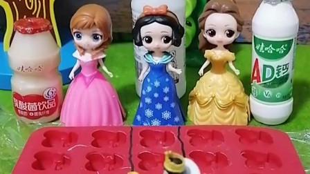 王后想吃冰块,今天公主们要给王后做冰块了,孝顺的白雪做得最好!