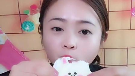 萌姐试吃:小猪佩奇棒棒糖,果冻巧克力