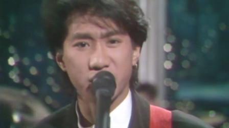 Beyond帅气献唱《午夜迷墙》,黄家驹的高音很好听,结尾弹吉他也很帅