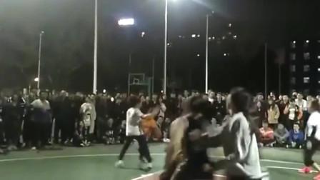 看了一场大学女生篮球赛,笑得肚子疼