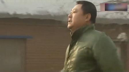 马大帅:德彪一大早挺高兴,不料走路竟掉进下水道!