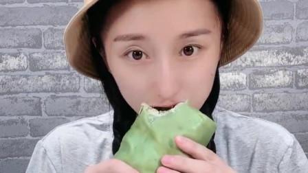 萌姐吃播:锡纸毛巾卷蛋糕,吃一口好馋人,是我向往的生活