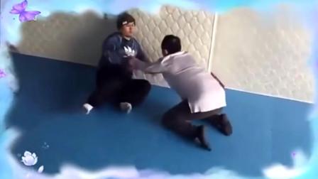 雷雷和师父修习太极拳推手 原来太极雷雷是这样练功的