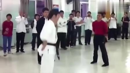 咏春拳师踢馆空手道馆, 终于见识到中国功夫的威力了