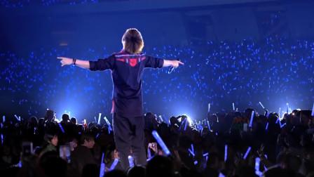 歌手最值得骄傲的时刻,演唱会万人大合唱,听得一身鸡皮疙瘩