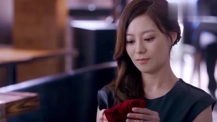 凯西带着王伟约见拉拉,竟跟拉拉要玉镯,不料王伟一番话啪啪打她的脸!