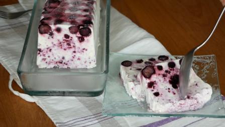 超简单的一款冰淇淋做法:只需几步做成蓝莓口味,大人小孩都会做