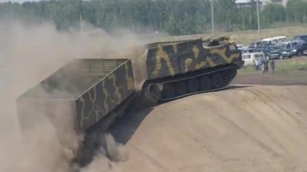 这才是军用运输车呢,简直无视地形,随便溜达
