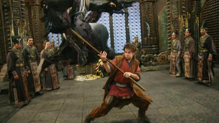 男孩得到一根金箍棒,还以为是一根普通铁棒,一部武侠动作电影