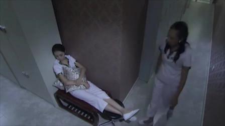 富婆点名要小刘为她服务,小刘很不情愿,无奈为了钱只好答应了