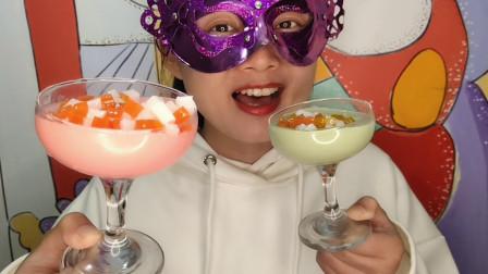 """小姐姐吃创意""""马提尼杯水果粒布丁"""",吸溜直打转,水润香甜爽滑"""