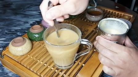 奶茶最简单的做法,奶香浓郁,健康好喝,一勺炼奶加红茶就搞定