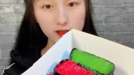 小美女试吃:寿司、蛋糕、 看着就想咬一口