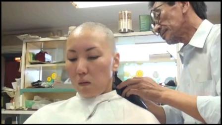 日本美女因为招欠被迫剃光头