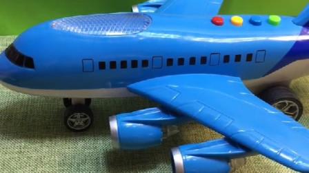 飞机马上就要起飞了,大家都赶紧上飞机,连超人也要坐飞机!