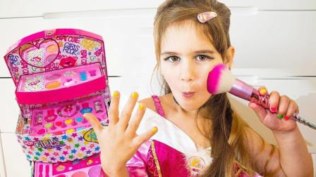 小萝莉可爱仿妆秀,爱臭美的小丫头!趣味仿妆萝莉