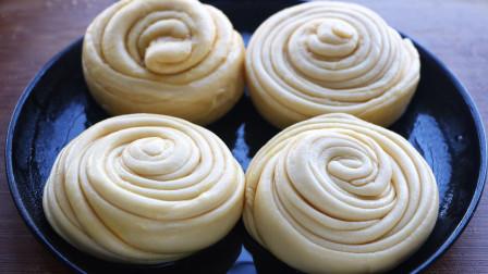 面粉这样做太香了,比油条健康,比手抓饼好吃,一层又一层吃不够