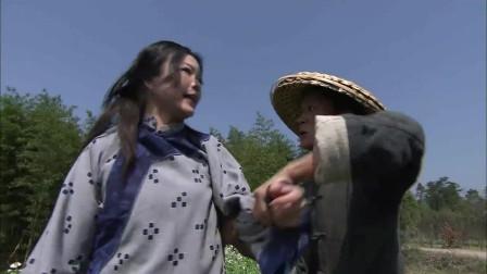 一会功夫母亲就不见了,众人急坏了,谁知她竟在地里偷吃白萝卜!