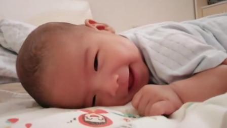 宝宝睡觉时为啥会偷偷笑?不是卖萌,真正原因宝妈可能想不到