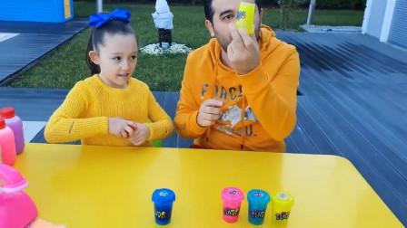 好奇!萌宝小萝莉跟爸爸准备了五颜六色的瓶子做什么?趣味玩具故事