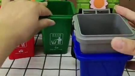 少儿益智亲子玩具:红色垃圾桶里竟有佩奇,这到底怎么回事呀!