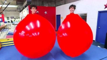 """钻入水气球里面会是什么感觉?熊孩子自创""""气球游戏"""",一起来体验下"""