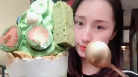 萌姐试吃:抹茶冰淇淋、  看着就有食欲